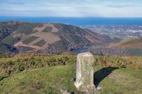 Borne frontière au sommet de Mandale