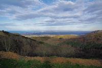 Imbardingo Erreka, au loin, St Jean de Luz depuis le Col d_bardin