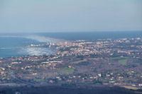 Biarritz, derriere, les Landes depuis le Col de Batzarleku
