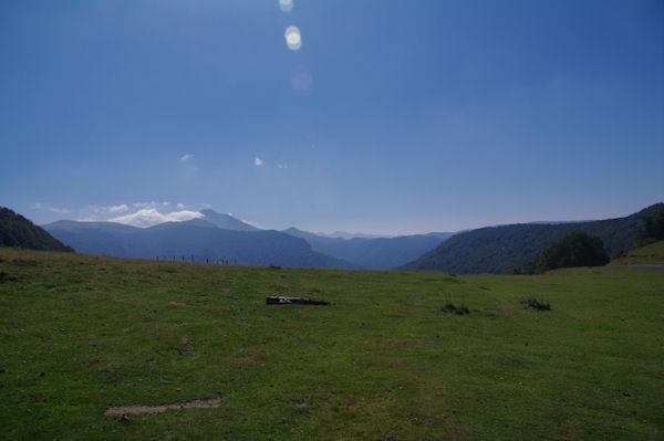 Le Col d_Oraaté, au loin, le Pic d_Orhy