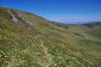 Le haut du vallon de Livernade, au fond, le Col de la Tombe du Père