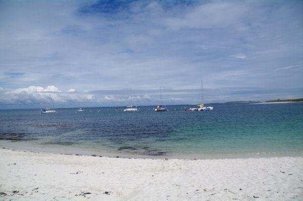 Sur la plage joignant l_Ile de St Nicolas et l_Ile de Bananec