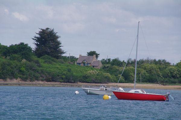 Une jolie maison sur la Pointe de Nioul de l_Ile aux Moines dans le Golfe du Morbihan