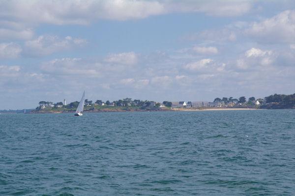 Toulassais, on apperçoit le phare de Port Navalo