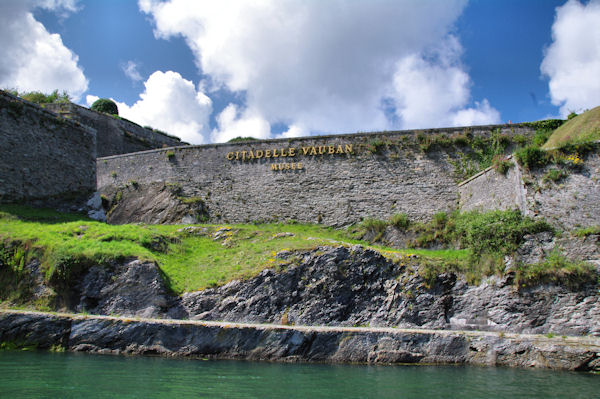 Les remparts de la Citadelle Vauban au Palais