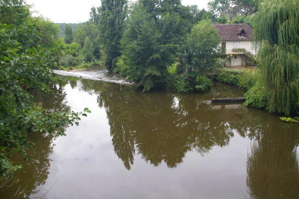Les eaux brunes du Célé à La Mouline