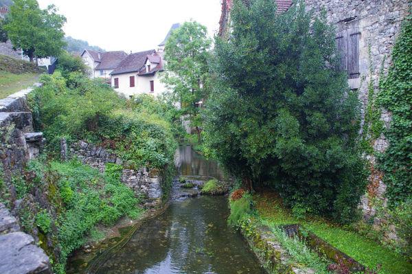 Un joli ruisseau à Corn