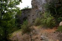 Le portail du Chateau des Anglais entre Le Causse et Brengues
