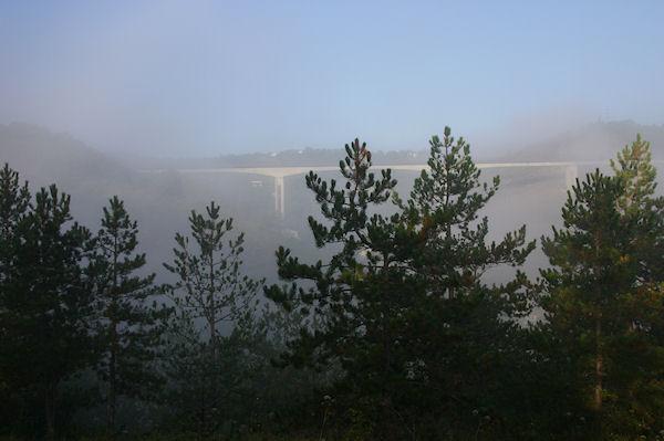 Le Pont de contournement de Cahors dans les brumes