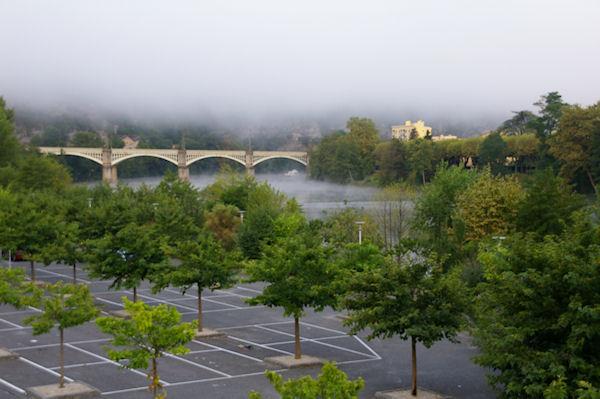 Le Pont de Chemin de Fer à Cahors dans la brume