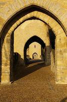 L'enchainement des arches du Pont Valentre a Cahors