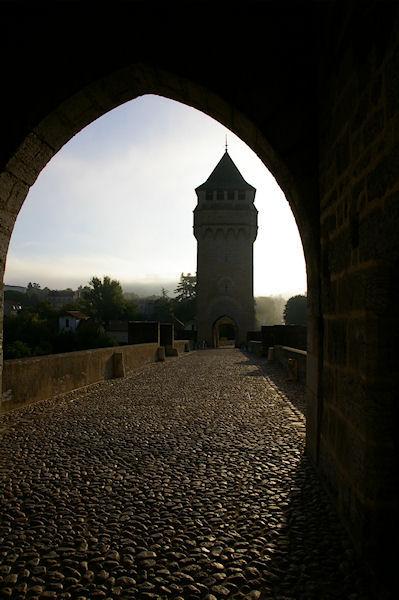 L&#39enchainement des arches du Pont Valentré à Cahors
