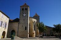 L'eglise sur la Place des Cornieres a Lauzerte