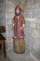 Un Compostellou dans l'eglise sur la Place des Cornieres a Lauzerte