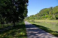 Le GR65 longe le Canal Lateral a la Garonne