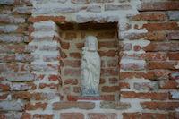 Un compostellou incruste dans le mur du gite de St Martin