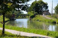 Le Pont de St Jean sur le Canal Lateral a la Garonne