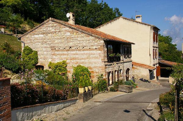 Belle maison fleurie à Auvillar le Port