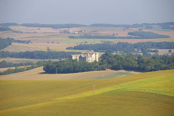 Le Château de Fieux depuis le GR65
