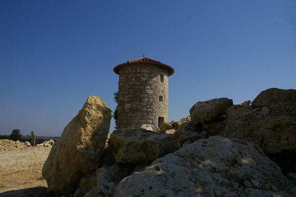 Un moulin restauré au dessus de Cauboué