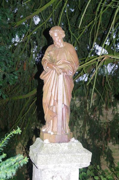 Une statue de St Pierre à la sortie de La Romieu