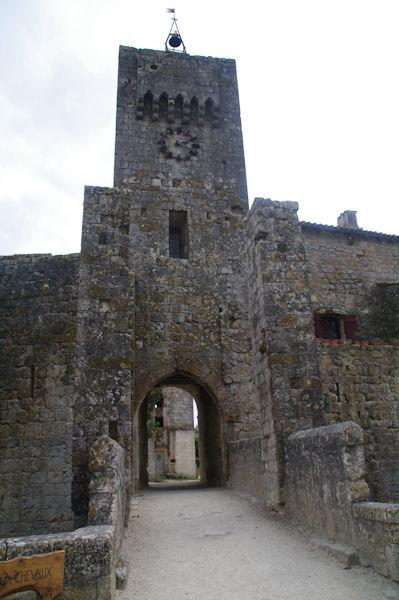Le portail d_entrée de Larressingle