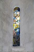 Un vitrail dans l'eglise de Larressingle, on dirait du Matisse