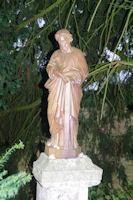 Une statue de St Pierre a la sortie de La Romieu
