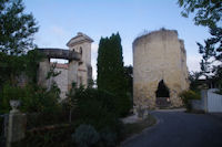 La tour et l'eglise de Castelnau sur l'Auvignon