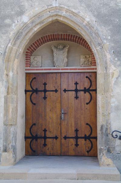 La porte de Notre Dame de Pitié à Manciet