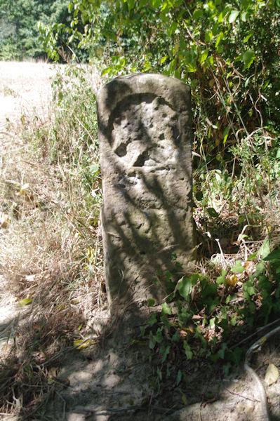 Une borne antique près de l_église de l_Hopital