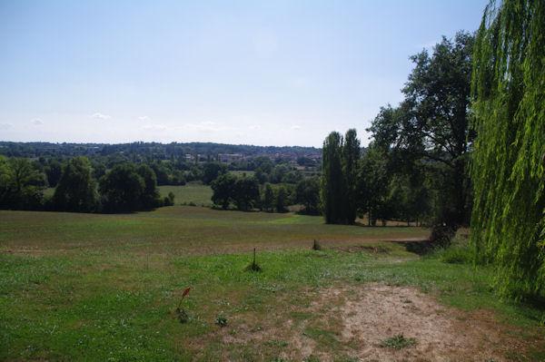 Les faubourgs de Nogaro sont en vue depuis Pouy de Bouit