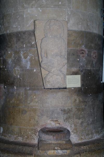 Sculpture romane dans l_église St Nicolas de Nogaro