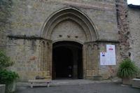 Le typan simple de la cathedrale Saint-Jean-Baptiste a Aire sur l'Adour
