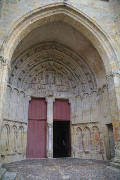Le typan de l_église Sainte-Quitterie à Aire sur l_Adour