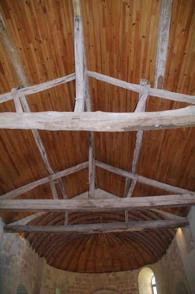 La toiture en forme de bateau renversé de l_église de Sensacq