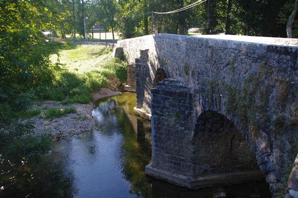 Vieux pont sur la Bidouze à Uhart Mixe