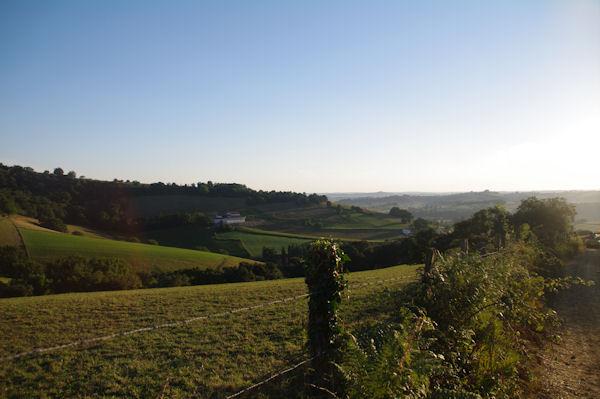 Au fond, la vallée de la Bidouze
