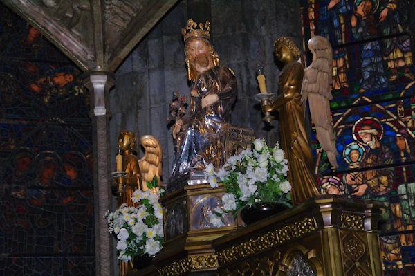 La Vierge à l_Enfant dans l'église de Santa María la Real
