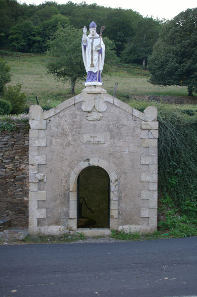 La fontaine de St Fleuret à Estaing