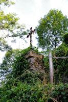 Une croix en descendant vers le Dourdou