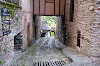 Une ruelle dans Conques, pour descendre vers le Dourdou