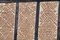 Facade a Aubin, detail