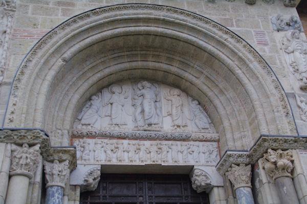 Le ponton de l_entrée sud de la basilique St Sernin