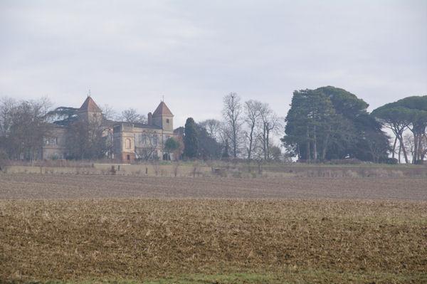 Le château de Degrés depuis Launard