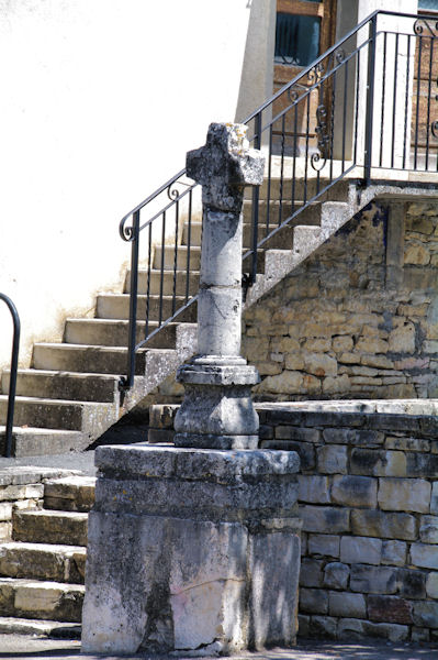 Une croix à Villeneuve