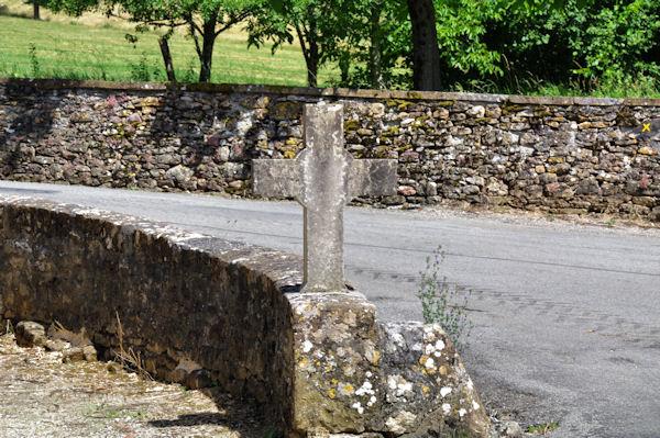 Une croix à Veuzac