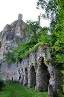 L'ancienne eglise Notre Dame de Laval et les Tours de Peyrusse le Roc