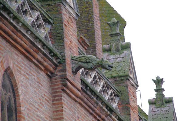 Une gargouille de l'église Notre-Dame de Saint Sulpice à St Sulpice