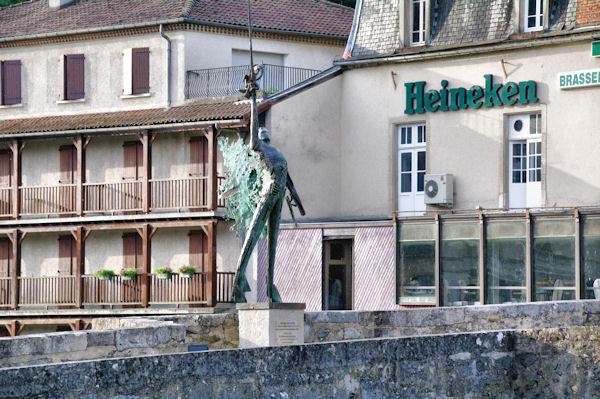 L_Archange St Michel sur le Pont des Consums à Villefranche de Rouergue